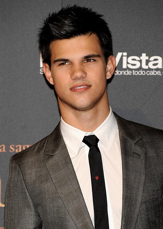 """<a href=""""http://movies.yahoo.com/movie/contributor/1808598632"""">Taylor Lautner</a> attends the <a href=""""http://movies.yahoo.com/movie/1810055802/info"""">The Twilight Saga: New Moon</a> Madrid fan event - 11/12/2009"""