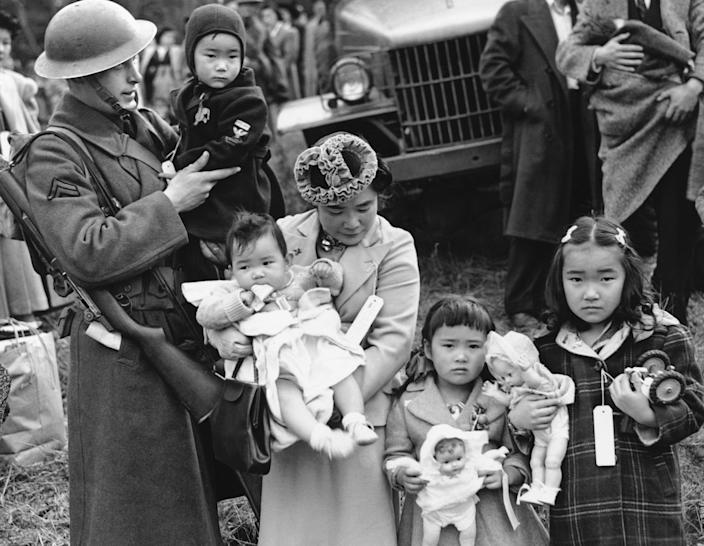 A mother and her four children evacuate Bainbridge Island in Washington state, March 30, 1942. (Photo: AP)