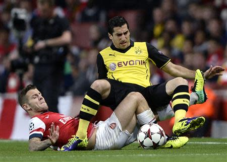 Arsenal's Jack Wilshere (L) challenges Borussia Dortmund's Henrikh Mkhitaryan during their Champions League soccer match at the Emirates stadium in London October 22, 2013. REUTERS/Dylan Martinez
