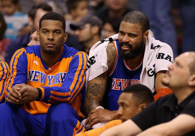 Tyson Chandler (R) of the New York Knicks holds ice on his right arm as he sits on the bench during the first half of a game against the Phoenix Suns at US Airways Center on March 28, 2014 in Phoenix, Arizona (AFP Photo/Christian Petersen)