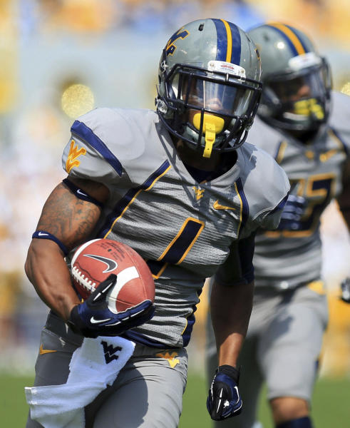 West Virginia wide receiver Tavon Austin (1) carries a pass in for a touchdown during an NCAA college football game against Maryland in Morgantown, W.Va., Saturday, Sept. 22, 2012. (AP Photo/Christopher Jackson)