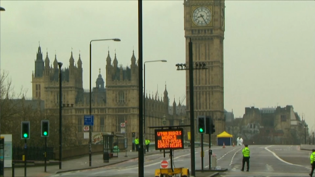 tourists-and-londoners-return-to-westminster-a-day-after-london-terrorist-attack