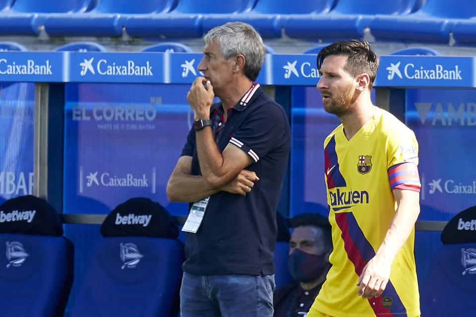 VITORIA-GASTEIZ, SPAIN - JULY 19: Lionel Messi and Quique Setien, head coach of FC Barcelona looks on during the Liga match between Deportivo Alaves and FC Barcelona at Estadio de Mendizorroza on July 19, 2020 in Vitoria-Gasteiz, Spain. (Photo by Pedro Salado/Quality Sport Images/Getty Images)