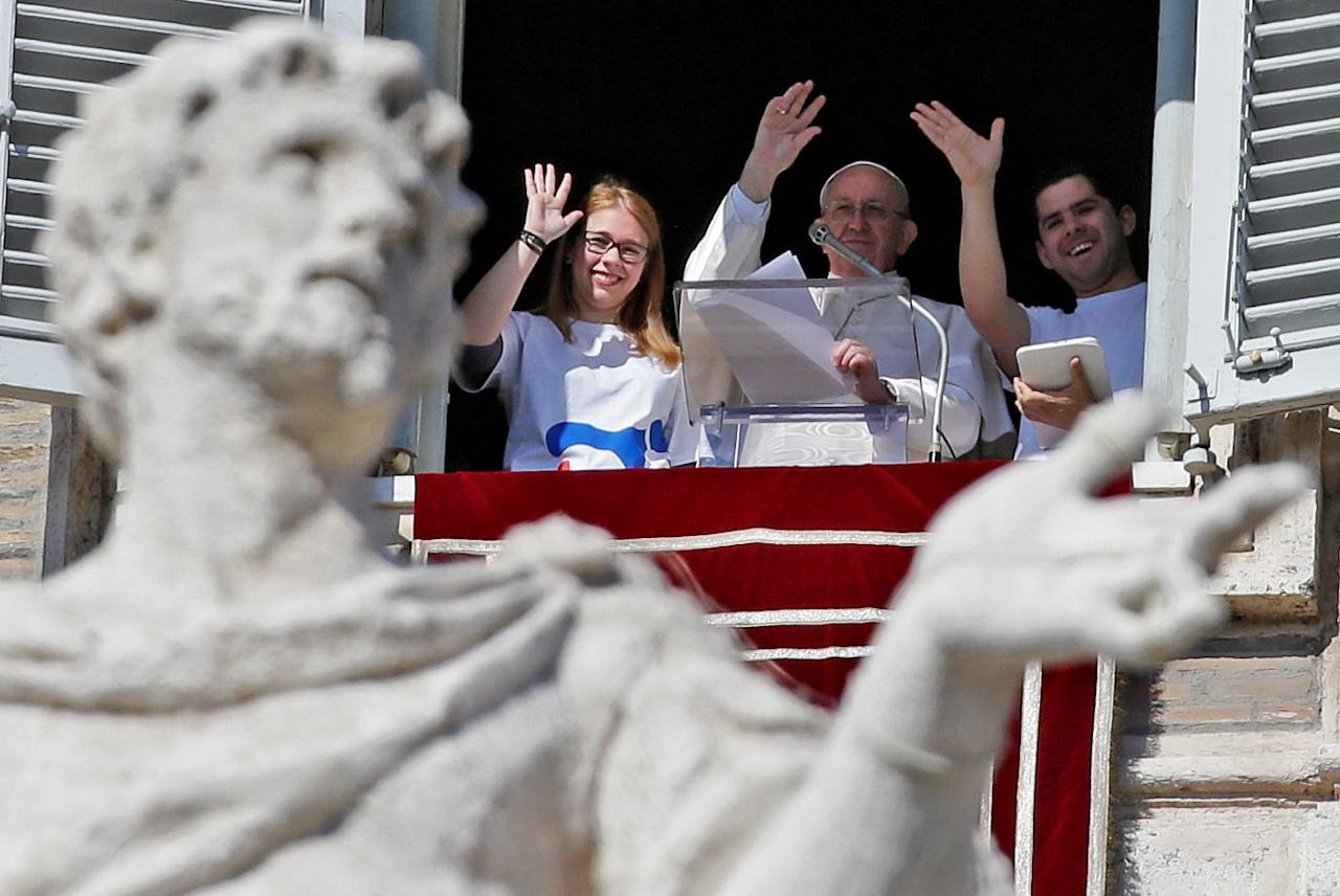 Pope Francis waves after registering for Panama 2019 World Youth Day on a tablet during the Angelus prayer in Saint Peter's Square at the Vatican February 11, 2018.  REUTERS/Max Rossi