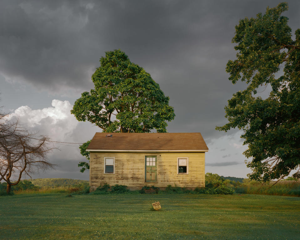 <p>Yellow house, Wire Road, Germantown, N.Y., 2016. (© <span>Tema</span> <span>Stauffer</span> from the book <i>Upstate </i>published by Daylight Books) </p>