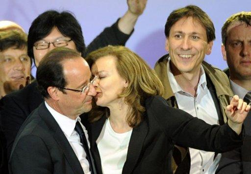 French journalist Valerie Trierweiler (C) kisses her companion France's Socialist Party (PS) newly elected president Francois Hollande at the Place de la Bastille after the announcement of the first official results of the French presidential second round