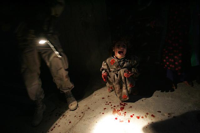 <p>Samar Hassan, 5, screams after her parents were killed by U.S. Soldiers with the 25th Infantry Division in a shooting January 18, 2005 in Tal Afar, Iraq. The troops fired on the Hassan family car when it unwittingly approached them during a dusk patrol in the tense northern Iraqi town. Parents Hussein and Camila Hassan were killed instantly, and son Racan, 11, was seriously wounded in the abdomen. Racan, paralyzed from the waist down, was treated later in the U.S. (Photo by Chris Hondros/Getty Images) </p>