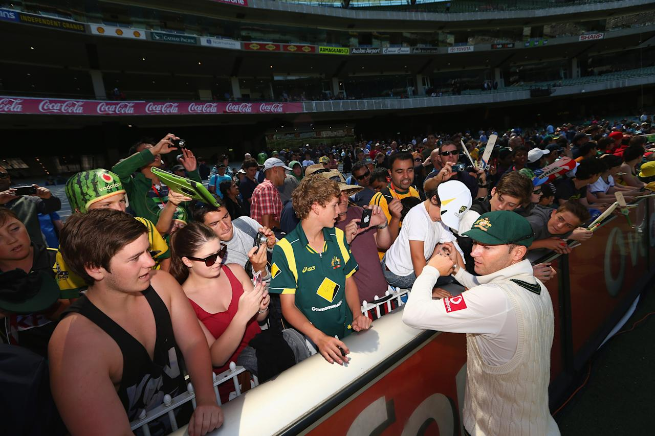 MELBOURNE, AUSTRALIA - DECEMBER 28: Australian captain Michael Clarke signs autographs for the fans after Australia defeated Sri Lanka on day three of the Second Test match between Australia and Sri Lanka at Melbourne Cricket Ground on December 28, 2012 in Melbourne, Australia.  (Photo by Robert Cianflone/Getty Images)