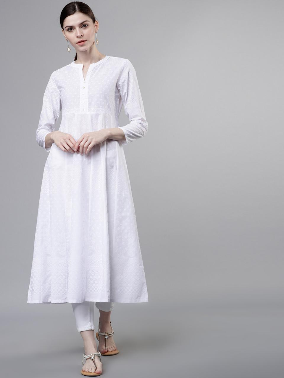 "<a href=""https://fave.co/3bS3FtK"" rel=""nofollow noopener"" target=""_blank"" data-ylk=""slk:BUY HERE"" class=""link rapid-noclick-resp"">BUY HERE</a> White printed A-line kurta, has a mandarin collar, three-quarter sleeves, and flared hem, by Vishudh from Myntra, for a discounted price of <strong>Rs. 899</strong>"