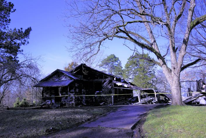 A deadly fire broke out around 12:30 a.m. in Clinton, Mississippi early Saturday.