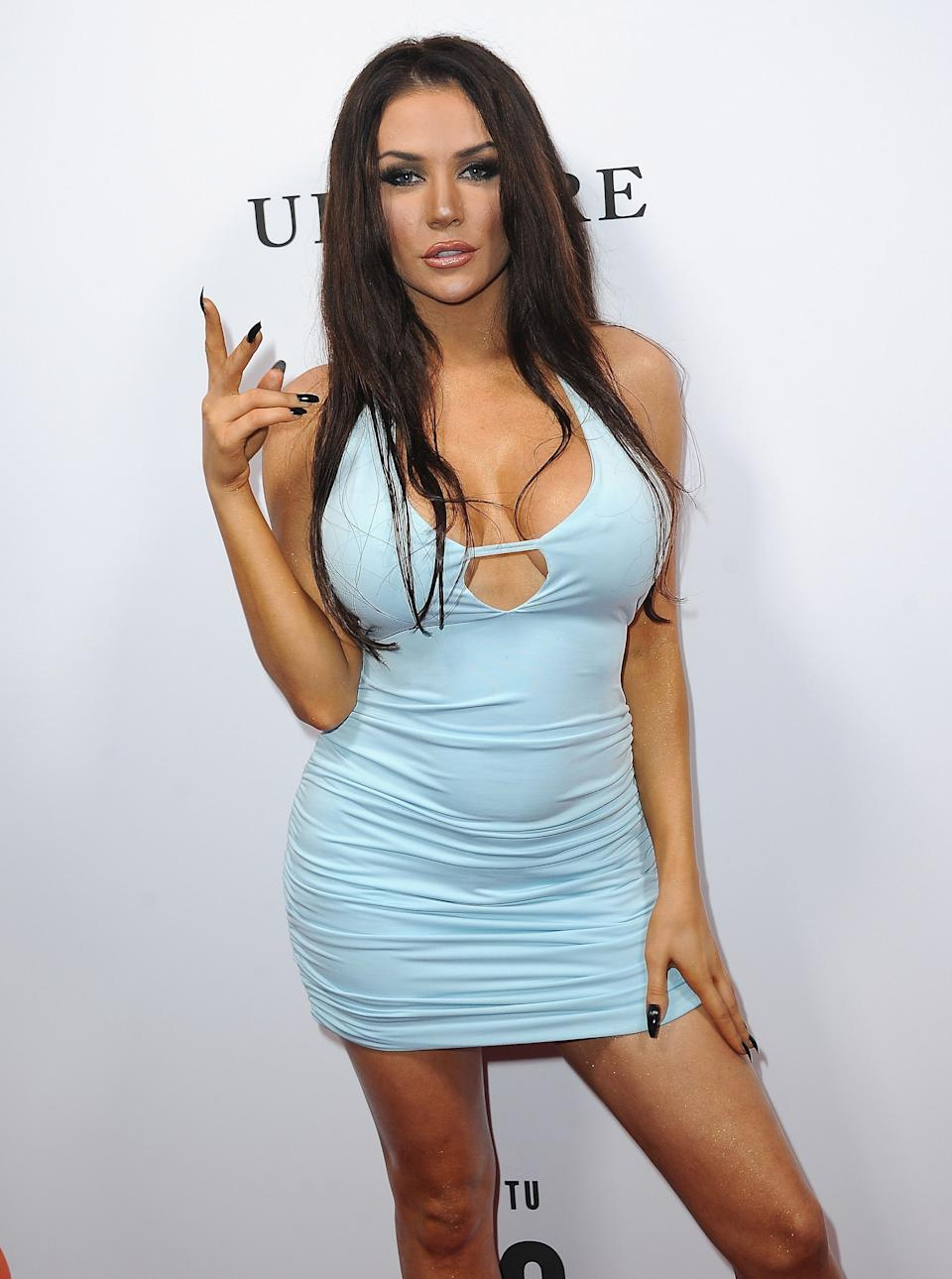 Courtney Stodden Shines bright like a diamond in this blue short dress and she shows of her beautiful legs.