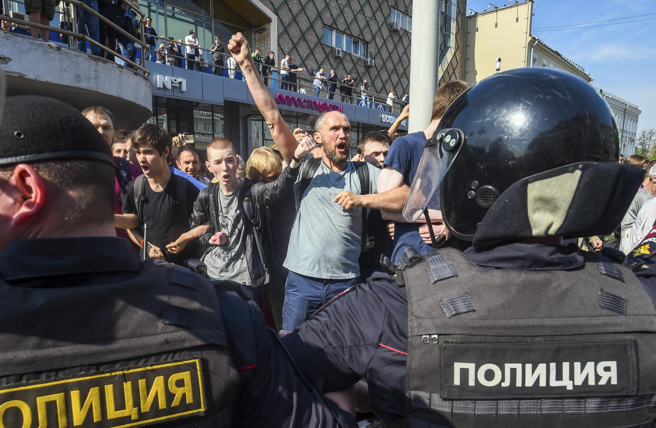 <p>Protesters shout anti-government slogans behind a police line at a demonstration against President Vladimir Putin in Pushkin Square in Moscow, Russia, Saturday, May 5, 2018. A group that monitors political repression in Russia says more than 350 people have been arrested in a day of nationwide protests against the upcoming inauguration of Vladimir Putin for a new six-year term as president. (Photo: Dmitry Serebryakov/AP) </p>