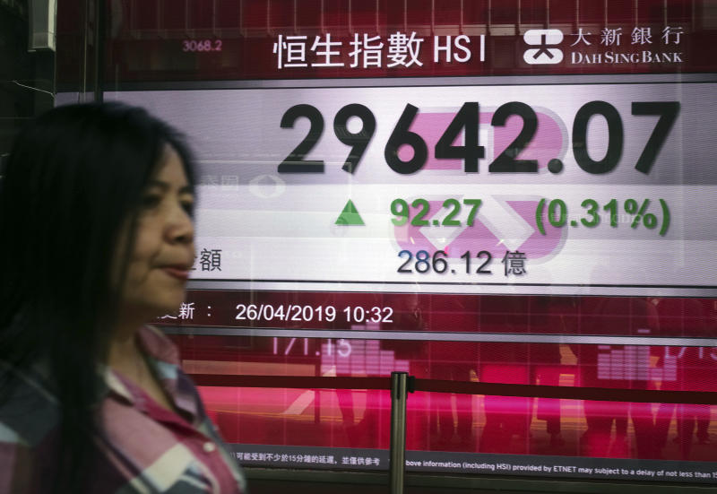 World shares mostly dip on earnings, ahead of US growth data
