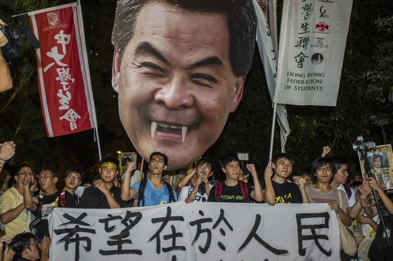Students march to the Government House in Hong Kong on September 25, 2014 to push the Chief Executive to acknowledge their grievances (AFP Photo/Xaume Olleros)