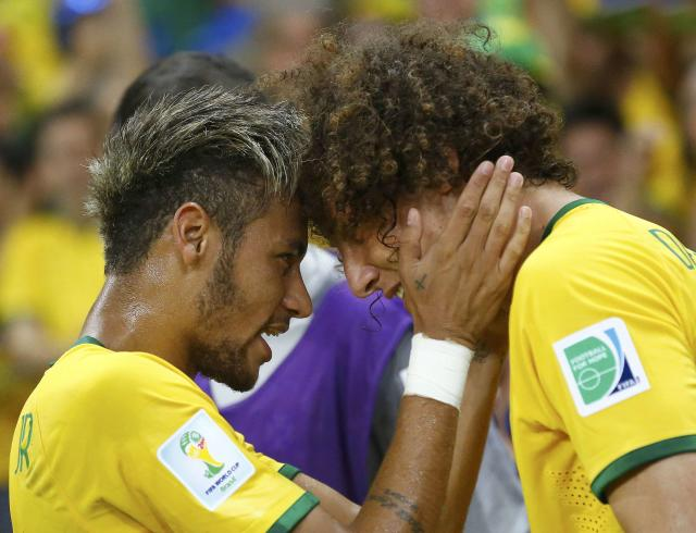Brazil's David Luiz (R) celebrates with his teammate Neymar after scoring a goal against Colombia during the 2014 World Cup quarter-finals soccer match at the Castelao arena in Fortaleza July 4, 2014. REUTERS/Stefano Rellandini (BRAZIL - Tags: SOCCER SPORT WORLD CUP)