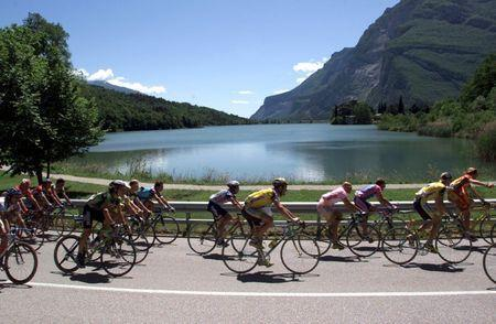 The pack of riders of the Giro D'Italia cycling race pass Lake Garda during the 20th 175 km stage from Predazzo to Madonna di Campiglio in this June 4, 1999 file photo. REUTERS/Stringer/Files Picture Supplied by Action Images