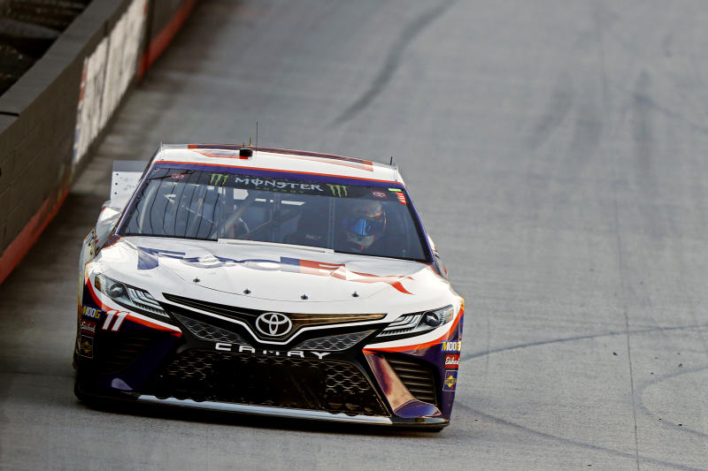 Denny Hamlin holds off Matt DiBenedetto, wins at Bristol
