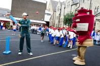 The last time the Ashes were held in England, for some reason it was decided that we'd need to see a human-sized walking representation of what the two teams were playing for. Thankfully people have seen sense this time around.