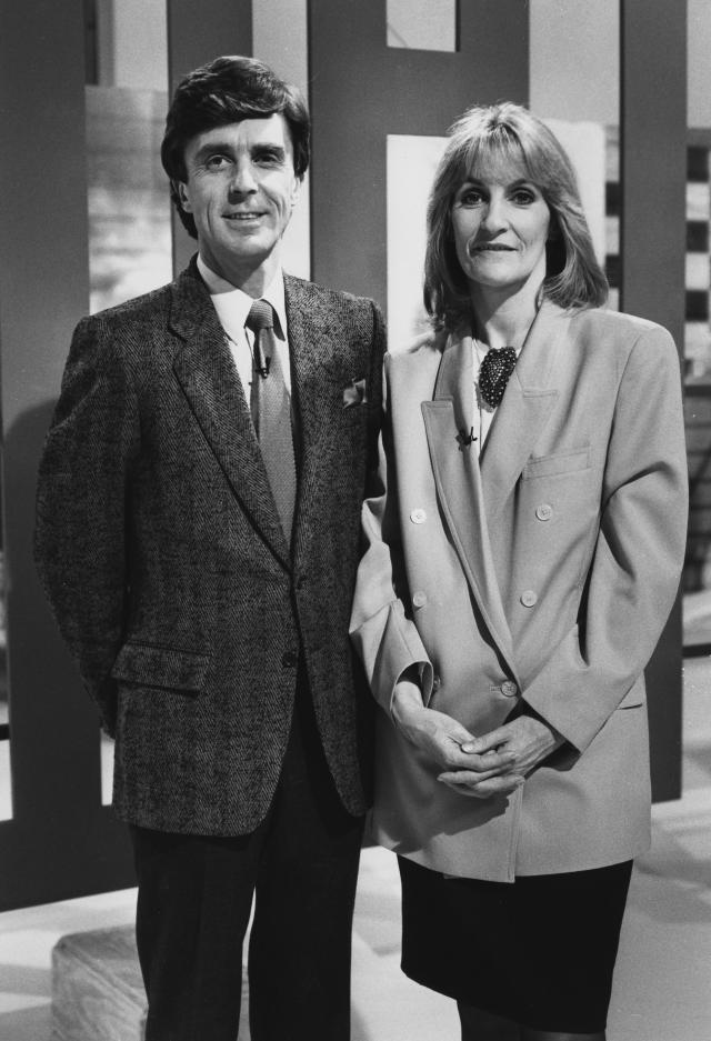 Portrait of television presenters Lynn Faulds Wood and John Stapleton on the set of the BBC show 'Watchdog', November 20th 1989. (Photo by Don Smith/Radio Times/Getty Images)