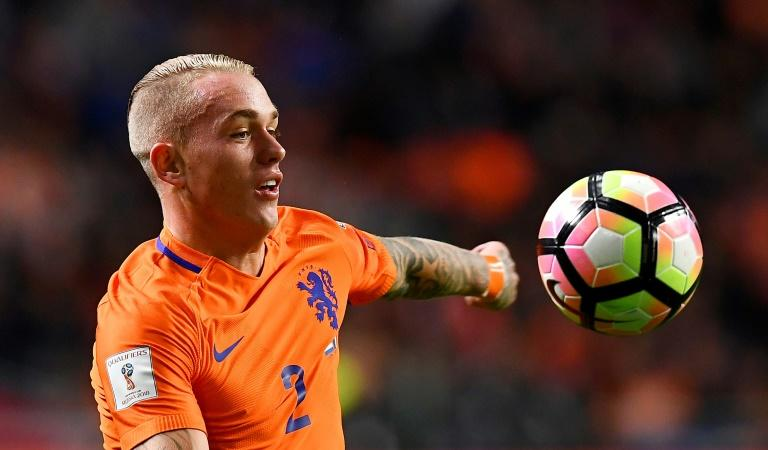 Netherlands' defender Rick Karsdorp controls the ball during the FIFA World Cup 2018 qualifying football match against France on October 10, 2016