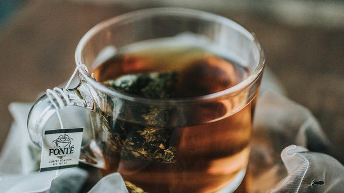 ilustrasi teh earl grey/Photo by Nathan Dumlao on Unsplash
