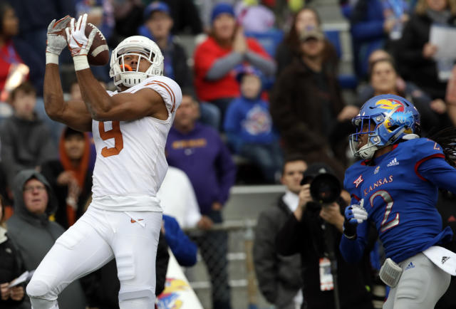 """Texas wide receiver Collin Johnson (9) catches a <a class=""""link rapid-noclick-resp"""" href=""""/ncaaf/players/275098/"""" data-ylk=""""slk:Sam Ehlinger"""">Sam Ehlinger</a> pass for a touchdown in front of Kansas cornerback Corione Harris (2). (AP)"""