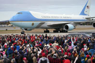 Air Force One with President Donald Trump aboard, arrives at a campaign rally at Manchester-Boston Regional Airport, Sunday, Oct. 25, 2020, in Londonderry, N.H. (AP Photo/Elise Amendola)