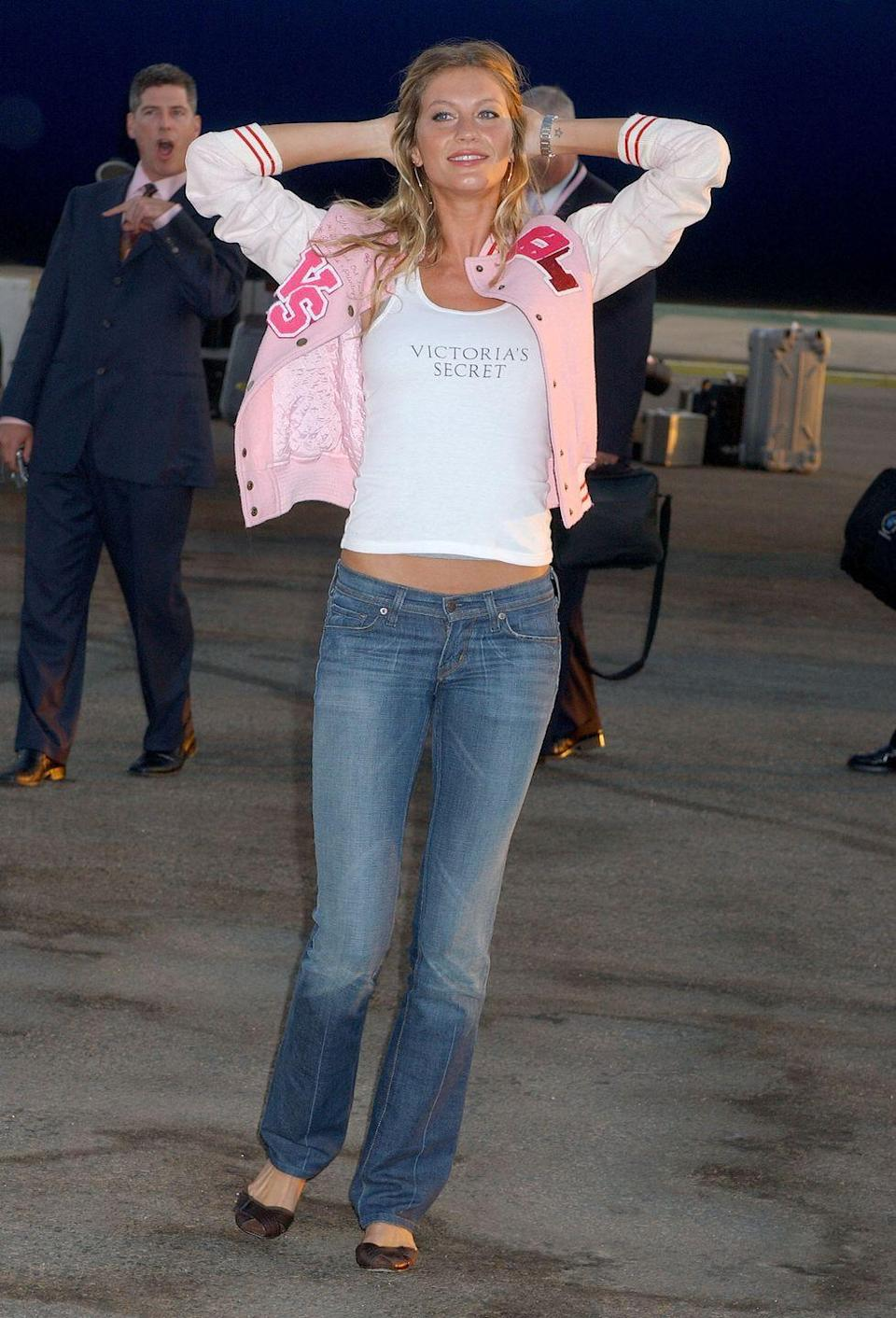 <p>Gisele picks a pair of denim that was faded in the middle to create the illusion of more shapely legs. (Not that she needs that.) </p>