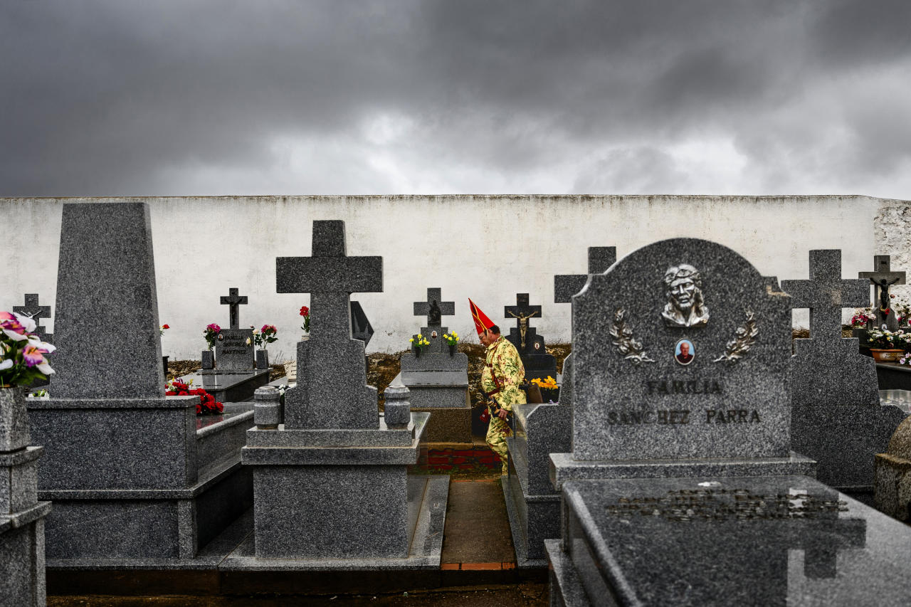 <p>A member of the Endiablada brotherhood walks in a cemetery to pray for the deceased fellow believers and relatives during a traditional festival in Almonacid del Marquesado, Spain, Feb. 2, 2017. (Photo: Daniel Ochoa de Olza/AP) </p>