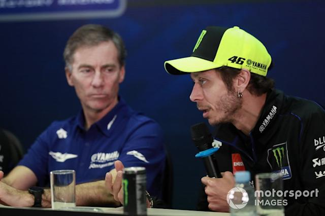 """Lin Jarvis, Valentino Rossi, Yamaha Factory Racing <span class=""""copyright"""">Gold and Goose / Motorsport Images</span>"""