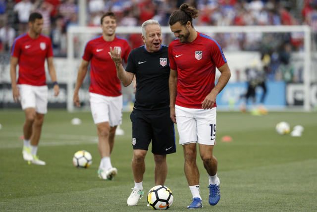 "Dave Sarachan talks to <a class=""link rapid-noclick-resp"" href=""/soccer/players/graham-zusi/"" data-ylk=""slk:Graham Zusi"">Graham Zusi</a> before a July U.S. friendly agains Ghana. (Getty)"