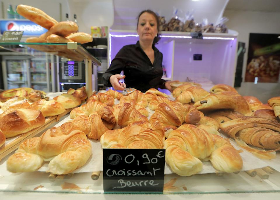 """Katia Roy places all-butter croissants for sale at the bakery """"Le Capitole"""" in Nice, France, October 25, 2017. Baker Frederic Roy is calling for the government to create a """"traditional"""" label for croissants baked on the premises with additive-free flour and high-quality local butter.  (Photo: Eric Gaillard/Reuters)"""