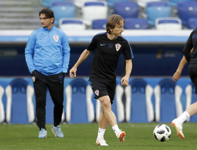 Croatia head coach Zlatko Dalic, left, walks past Croatia's Luka Modric, right, kicking a ball during official training on the eve of the group D match between Croatia and Argentina in the Nizhny Novgorod stadium in Nizhny Novgorod, Russia, Wednesday, June 20, 2018. (AP Photo/Petr David Josek)