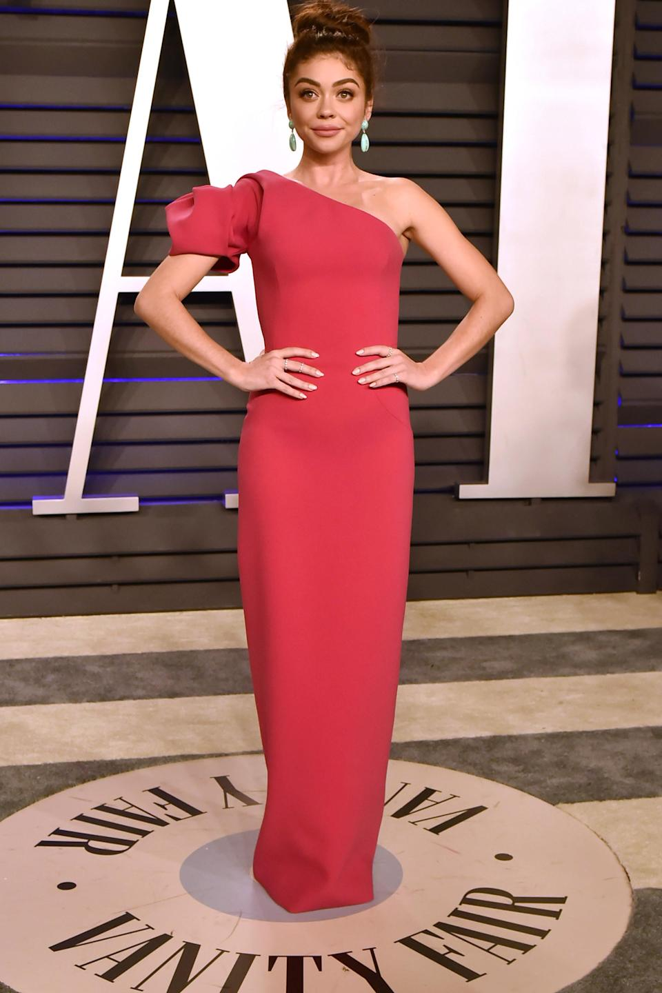 Sarah Hyland admits to wearing two pairs of shape wear to the Oscars. (Photo: Getty Images)