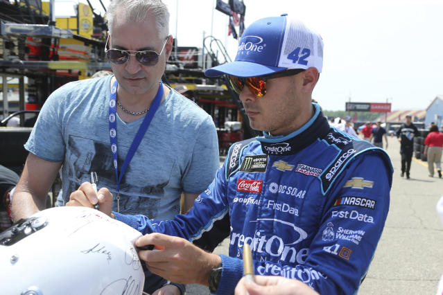 "NASCAR driver <a class=""link rapid-noclick-resp"" href=""/nascar/sprint/drivers/3156/"" data-ylk=""slk:Kyle Larson"">Kyle Larson</a> signs autographs after practice for the NASCAR Cup Series auto race in Brooklyn, Mich., Fruday, June 8, 2018. (AP Photo/Bob Brodbeck)"