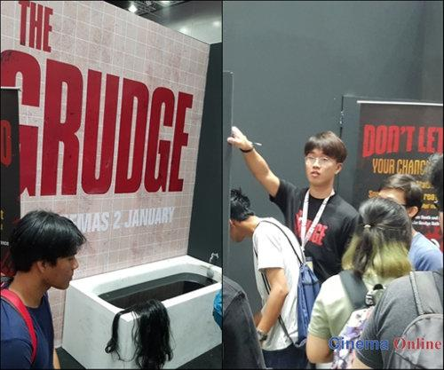 "Fans lining up to enter the ""The Grudge"" booth."