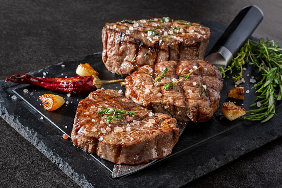 Grilled fillet steak with herbs and garlic