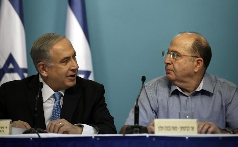 Israeli Prime Minister Benjamin Netanyahu (L) and Defence Minister Moshe Yaalon, at a press conference in Jerusalem, on August 27, 2014