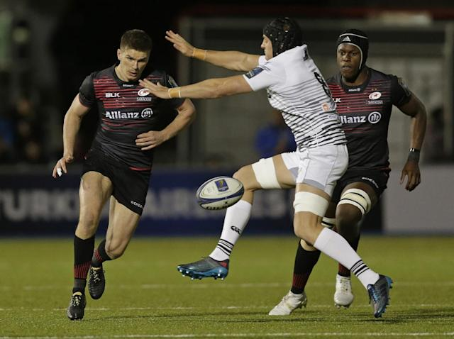 Owen Farrell of Saracens grubber kicks the ball beyond James King (Getty)