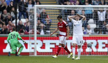 Britain Football Soccer - Swansea City v Middlesbrough - Premier League - Liberty Stadium - 2/4/17 Swansea City's Tom Carroll looks dejected after a missed chance Action Images via Reuters / Andrew Boyers Livepic