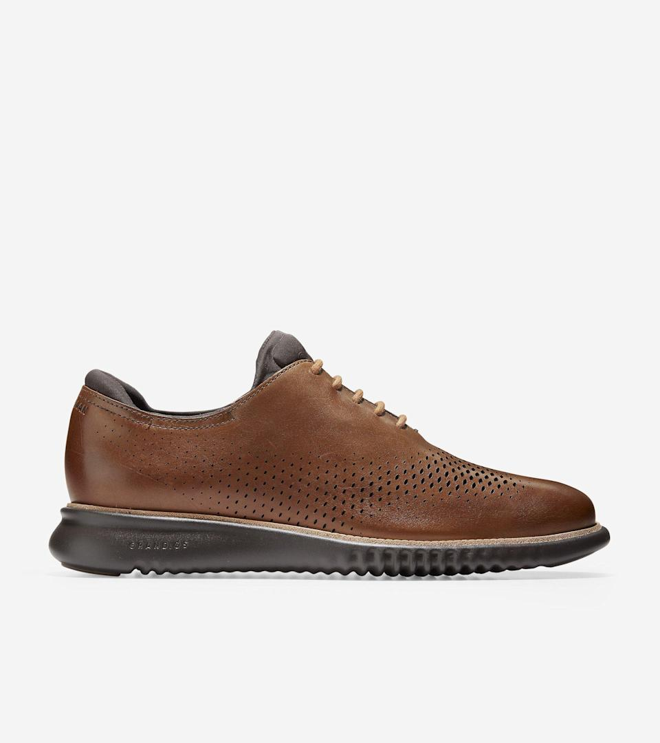 """<p>colehaan.com</p><p><strong>$209.95</strong></p><p><a href=""""https://go.redirectingat.com?id=74968X1596630&url=https%3A%2F%2Fwww.colehaan.com%2F2.zerogrand-lined-laser-wingtip-oxford-british-tan-java%2FC25351.html&sref=https%3A%2F%2Fwww.menshealth.com%2Fstyle%2Fg33011338%2Fbest-mens-shoes-standing-all-day%2F"""" rel=""""nofollow noopener"""" target=""""_blank"""" data-ylk=""""slk:BUY IT HERE"""" class=""""link rapid-noclick-resp"""">BUY IT HERE</a></p><p>For a dressier option, Dr. Cunha suggests these oxfords by Cole Haan. The full rubber outsole offers mobility, durability, and good grip. </p>"""