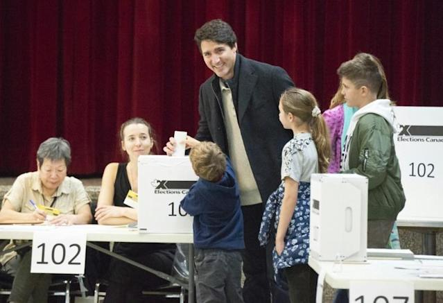 Leader of the Liberal Party of Canada, Prime Minister Justin Trudeau, votes with his family in Montreal, Quebec, after an election campaign described as one of the country's nastiest ever (AFP Photo/Sebastien ST-JEAN)