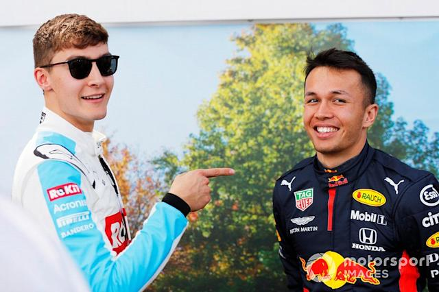"George Russell, Williams Racing, con Alex Albon, Red Bull Racing <span class=""copyright"">Sam Bloxham / Motorsport Images</span>"