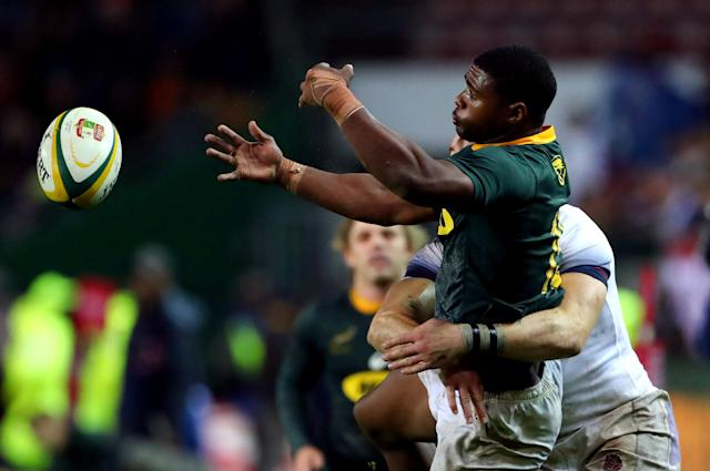 Rugby Union - Third Test International - South Africa v England - Newlands Stadium, Cape Town, South Africa - June 23, 2018. South Africa's Warrick Gelant passes during their game against England. REUTERS/Mike Hutchings
