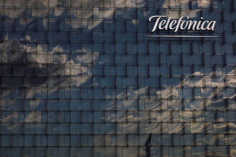 Telefonica, TIM plan joint bid for Oi's mobile business in Brazil