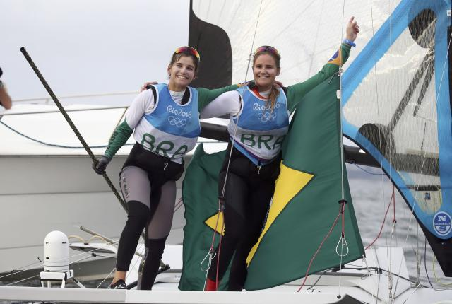 2016 Rio Olympics - Sailing - Final - Women's Skiff - 49er FX - Medal Race - Marina de Gloria - Rio de Janeiro, Brazil - 18/08/2016. Martine Grael (BRA) of Brazil and Kahena Kunze (BRA) of Brazil celebrate gold medal. REUTERS/Benoit Tessier FOR EDITORIAL USE ONLY. NOT FOR SALE FOR MARKETING OR ADVERTISING CAMPAIGNS.