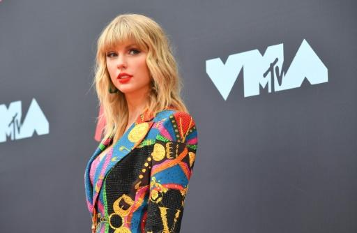 Big Machine has said it will allow Taylor Swift to perform some of her early hits at the American Music Awards ceremony on November 24, 2019