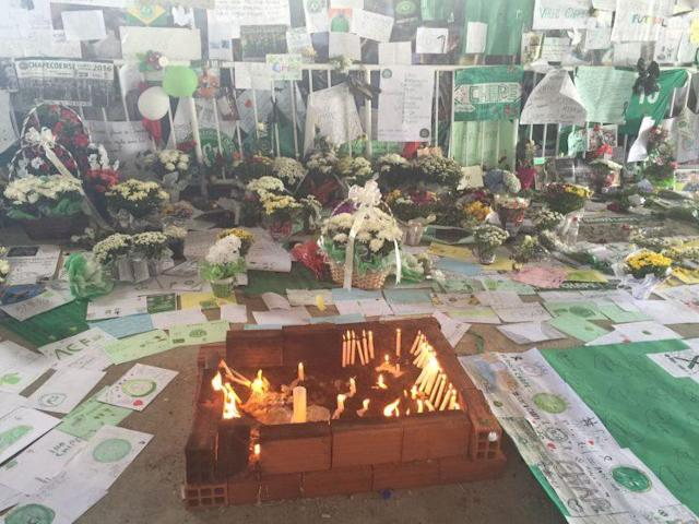 A memorial has been erected in memory of the Chapecoense soccer club. (Yahoo Sports)