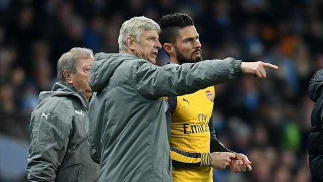 Olivier Giroud wants Arsene Wenger to sign a contract renewal at Arsenal despite recent fan protests.