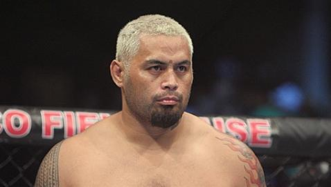 Mark Hunt Finishes Derrick Lewis, Likely Sending Him into Retirement (UFC Auckland Results)